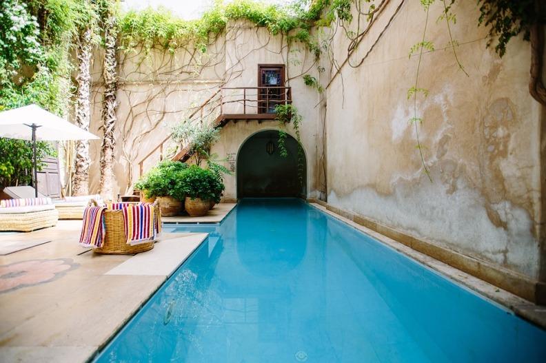 Vasos e Cachepots Dicas de Decoração Dadivária  toalhas na piscina